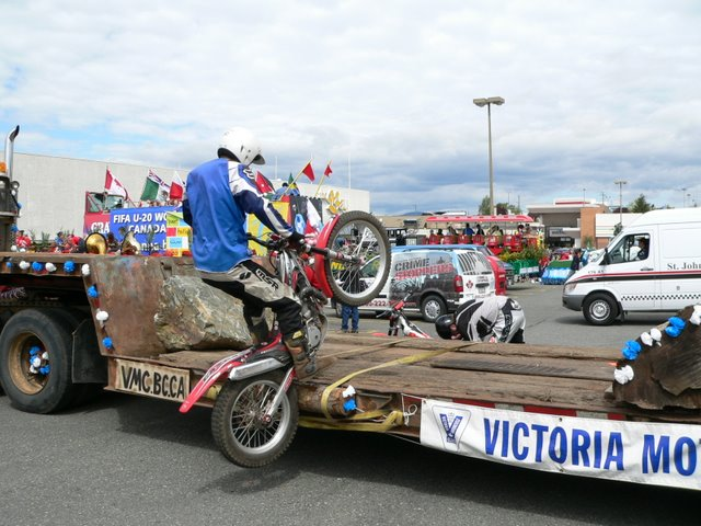 You are browsing images from the article: Victoria Day Parade 2007 Gallery more